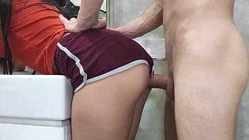 Худощавая гимнастка создала с саму себя нижнее белье и показала упругие буфера