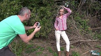 Жена сосёт у крупного начальника супруга и ебётся с ним на камеру в узенькую попочку