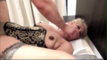 Секс с грудастой милфой на свежем воздухе