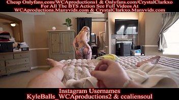 30летняя блондинка из чехии перед камерой страстно лижет большой фаллос
