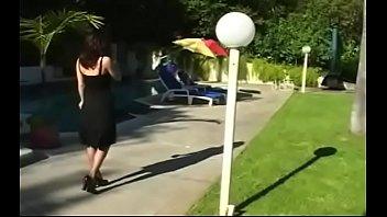Татуированные лесбиянок шалят перед вебкой и доводят друг спутника до сквирта