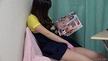 Секс с японкой с розовенькими ноготками вскоре после милых поцелуев