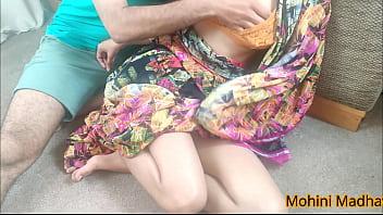 Облизывает зрелой женщине