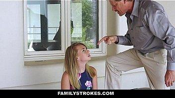 Молодая блонда произвольно пожелала на бдсм секс
