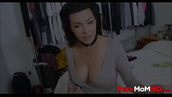Банщица ебется с чужим парнем секс с супружеской парой